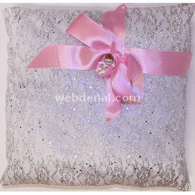 Handan Bebek Altın Takı Yastığı Gümüş Simli Kurdelalı Kare Pembe Yastık & Kılıfları