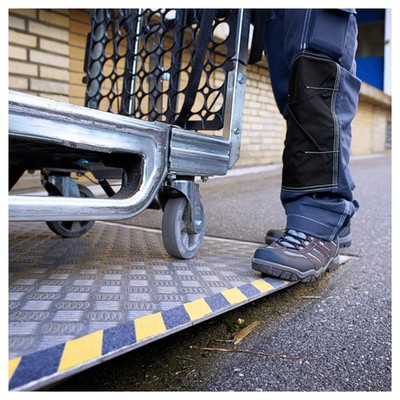 Tesa Kaydırmaz Merdiven Bant 15 m x 50 mm Paketleme Malzemesi