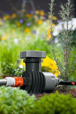 <strong>Kolay basınç düşürme</strong><br/> GARDENA Ana Ünite 2000, Damlatıcıların ve Püskürtme Uçlarının en iyi şekilde çalışması için su basıncını yaklaşık 1,5 bara düşürür.