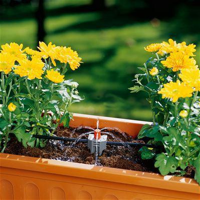 <strong>Değişken sulama çapı</strong><br/> Sulama çapı 10 - 40 cm arasında ayarlanabilir ve böylece söz konusu bitkinin ihtiyacına göre esnek bir şekilde uyarlanabilir.