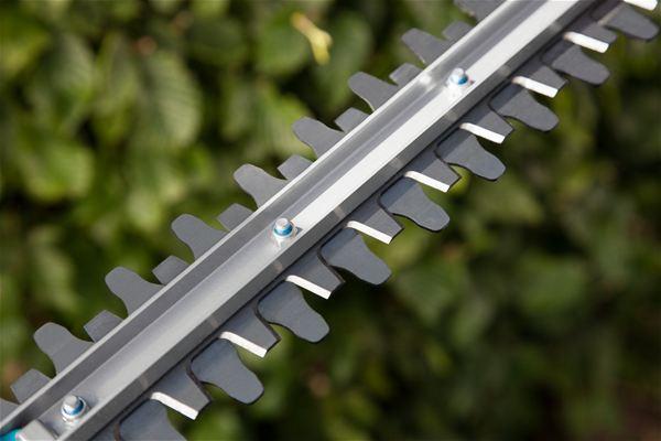 <strong>En iyi kesim sonuçları</strong><br/> Ters yönde çalışan bıçaklar gücün az kullanımı ile hızlı ve kolay kesime izin verir.