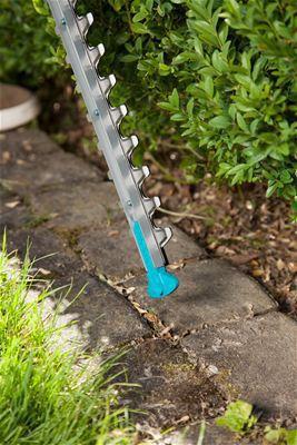 <strong>Yüksek düzeyde emniyet</strong><br/> Bıçağın ucundaki bıçak koruyucu zemine yakın kesim yaparken geri tepmeyi önler. Kablo kabartması kesim esnasında kablonun yanlışlıkla çıkartılmasını önler.