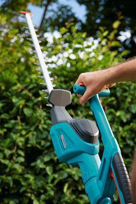 <strong>Daha hızlı ve daha temiz kesim</strong><br/> Yeni bıçak geometrisi ve hassas lazer kesim bıçaklar sürekli etkili, hızlı ve temiz bir kesim sağlar. Çitlerdeki kalın dallar bile sorun olmaz.