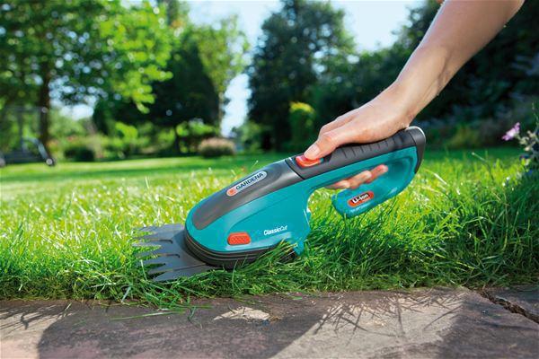 <strong>Pratik, hafif, manevra yapabilir</strong><br/>Manevra becerisi olan Pilli Çim Makasıyla çim kenarları hızlı ve kolay bir şekilde kesilebilir. Şimşire şekil vermek için de çok uygundur.