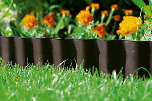 <strong>Düzgün tarh kenarları</strong><br/>   Bu Tarh Kenarlığıyla kolay ve hızlı bir şekilde estetik olarak tatmin edici bir görünüm ve tarhla çim arasında belirgin bir sınır için temiz tarh kenarları elde edebilirsiniz.