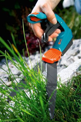 <strong>Kolay kesim</strong><br/>Patentli, optimum kuvvet uygulamayı sağlayan özel sap şekli çim kenarlarını çok daha kolay kesmeyi ve her durumda en iyi ergonomiyi sağlar.