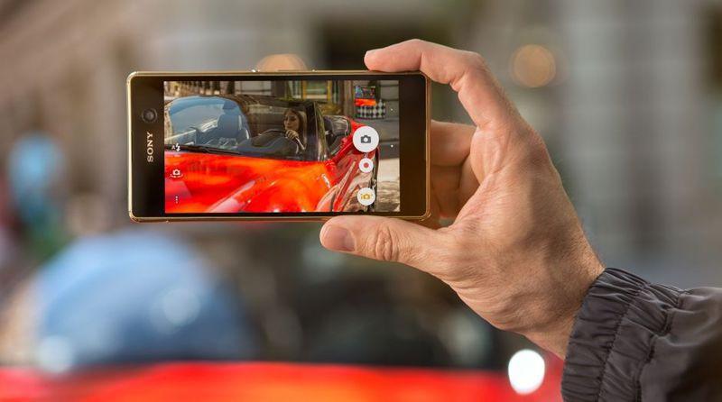 Bu çift SIM kartlı Android akıllı telefondaki hızlı hibrit otomatik netleme özelliği ile sihirli anları yakalayın
