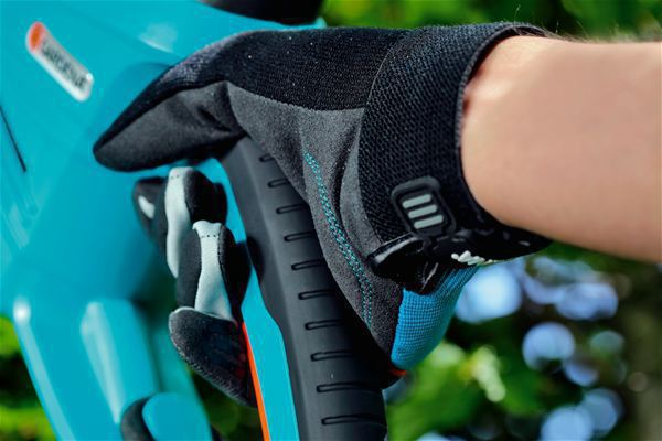 <strong>Yüksek güvenlik</strong><br/> Kaymayan parmak uçları sayesinde bahçe aletlerini çok iyi kavrama sağlar.