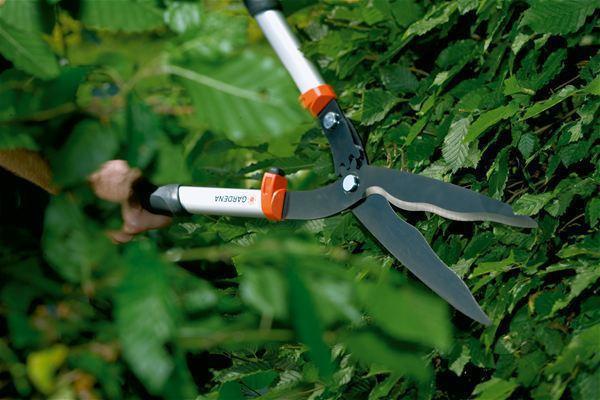 <strong>Kolay ve temiz kesim</strong><br/>Parlak metal ağızlara sahip geniş, tam sertleştirilmiş bıçaklar ve dalgalı bileme işleri kolaylaştırır.
