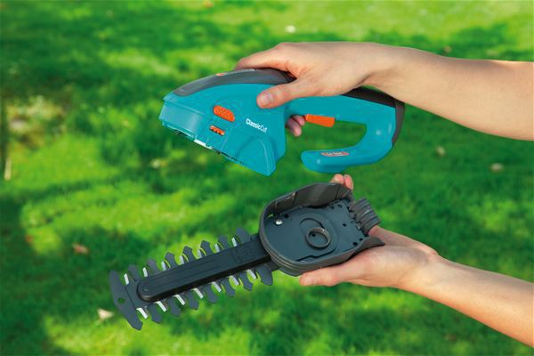 <strong>Alet kullanmadan hızlı bıçak değiştirme</strong><br/>Basit bir bıçak değişikliğiyle Çim Makası Çalı Makasına dönüştürülebilir - kolayca ve alet gerekmeden.