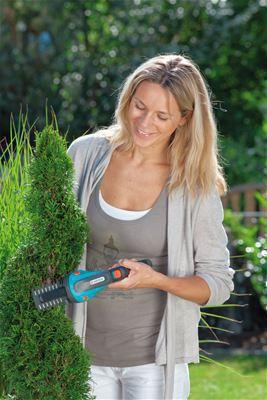 <strong>Ergonomik</strong><br/>Yumuşak plastik bileşenleri ile ergonomik sapı sayesinde,çim ve şimşir makasları ele mükemmel uyum sağlar.