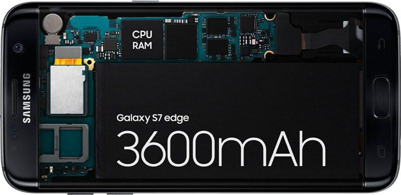 Kablosuz şarj cihazına yerleştirilmiş Galaxy S7
