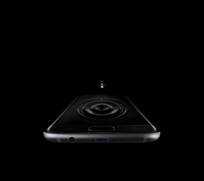 Galaxy S7 edge ekranına suyun damladığı görüntü