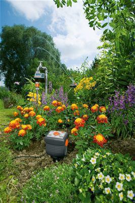 <strong>Su tasarruflu çalışma</strong><br/> GARDENA Yağmur Sensörü veya Toprak Nemi Sensörü bağlanarak otomatik sulama toprak nemini ve yağmur yağını dikkate alır ve ondan sonra ancak bitkilerinizin ihtiyacı olduğunda etkinleşir.