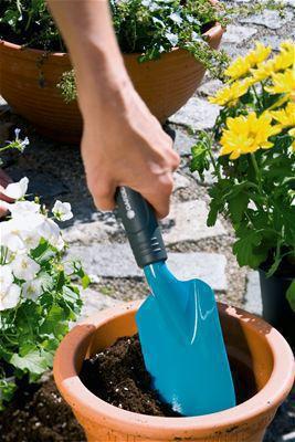 <strong>El Malası</strong><br/> GARDENA El Mala en iyi şekilde çiçek yatakları, çiçek kutuları veya büyük saksılara dikim için uygundur.