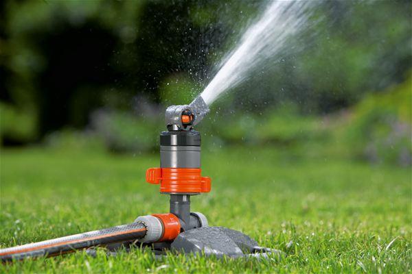 <strong>Birikinti oluşmadan dengeli su dağıtımı</strong><br/> 2 bölgeli sulama ve özel şekilli saptırıcı sayesinde su dağıtımı dengelidir.